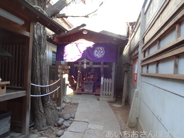 名古屋市白龍神社の、白蛇を祀った末社