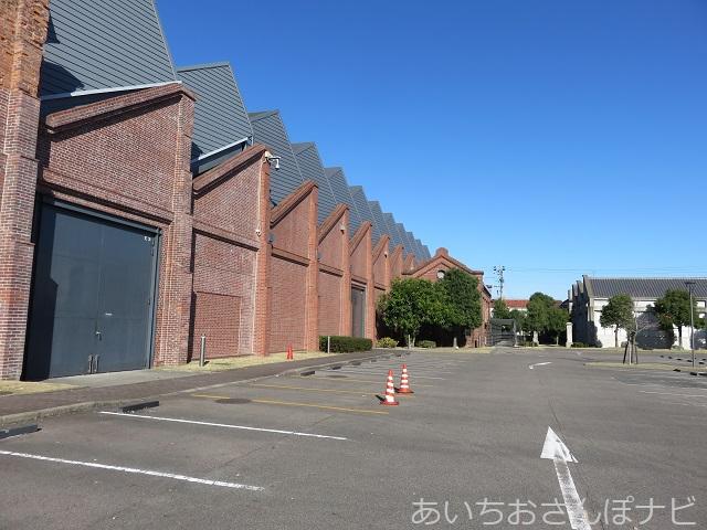 名古屋市トヨタ産業技術博物館の赤レンガ倉庫と駐車場