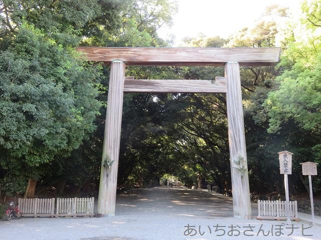 名古屋市熱田神宮の鳥居