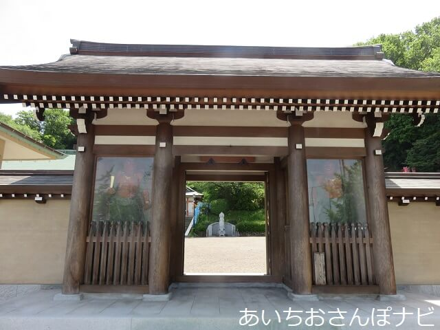 名古屋市守山区の俱利伽羅不動寺の山門