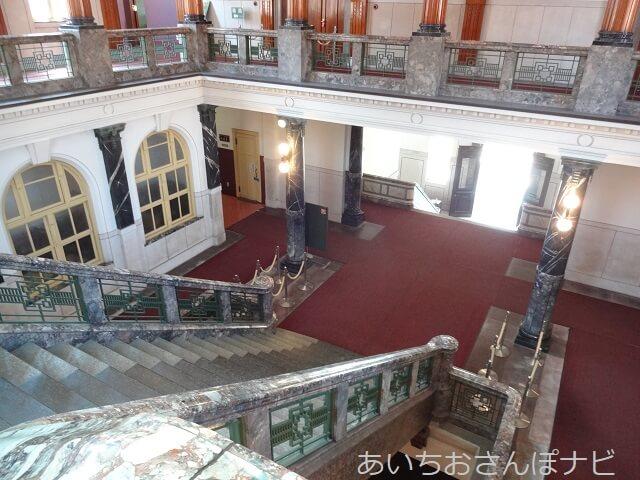 名古屋市市政資料館の中央階段