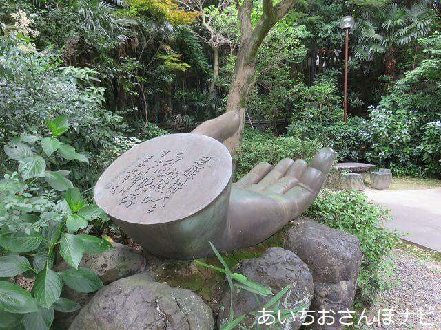名古屋市千種区桃厳寺の名古屋大仏の左手