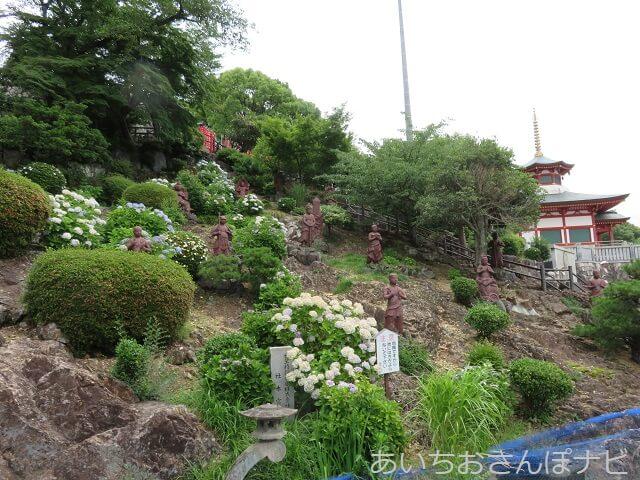 犬山成田山にある浅野祥雲先生のコンクリート像