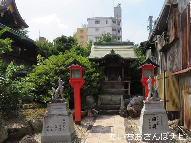 名古屋市中区大須富士浅間神社のまねき稲荷の狛きつね
