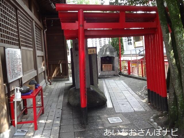 岐阜県海津市のおちょぼ稲荷の古堂