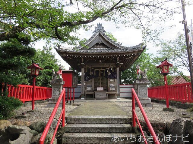 岐阜県海津市のおちょぼ稲荷参道にある荷席稲荷神社