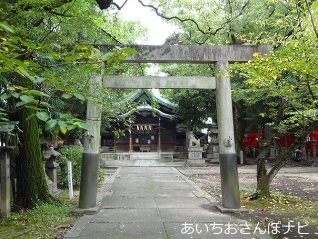 名古屋市中区闇之森八幡社の拝殿前の鳥居