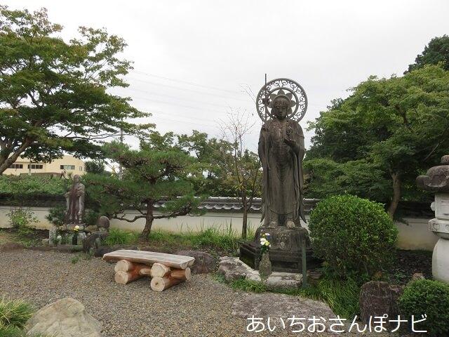 愛知県小牧市福厳寺の境内