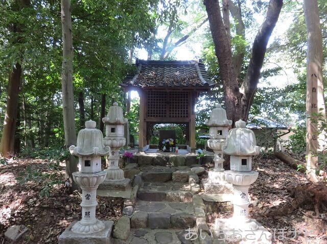 愛知県春日井市円福寺の八百比丘尼のお堂